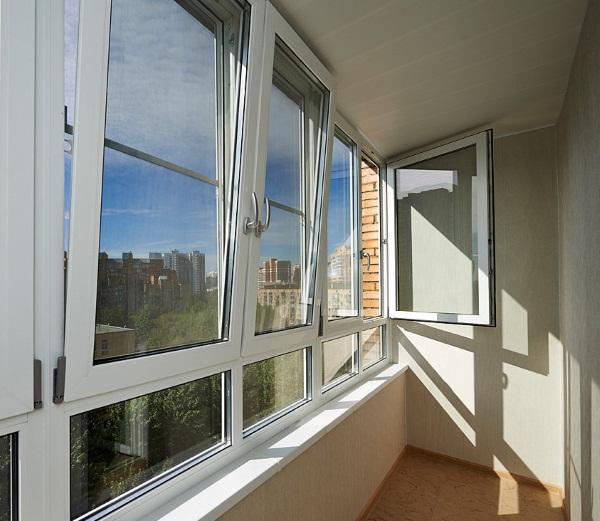Заказать теплое остекление балкона в СПб